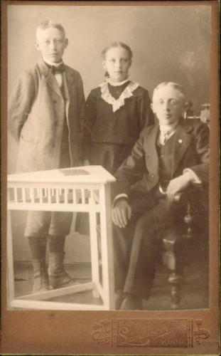 Syskonen Paul Jansson (född 1901), Ella Jansson och halvbrodern Arvid Söderberg.